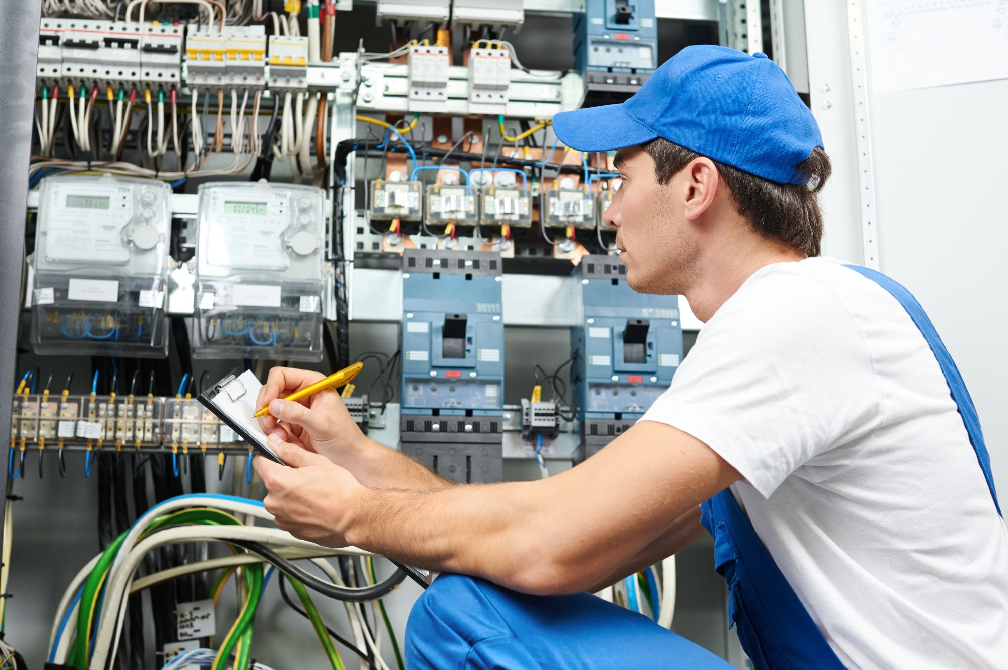 Steps to Become a High Paid Electrician